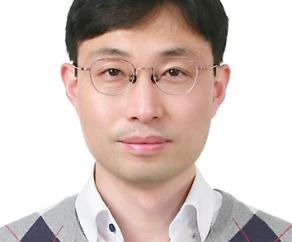 Associate Professor Seok-Jae Hwang